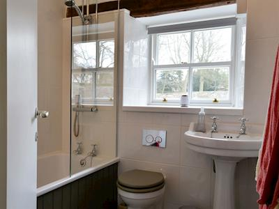 The Bailey Skipton Holiday Cottage bathroom